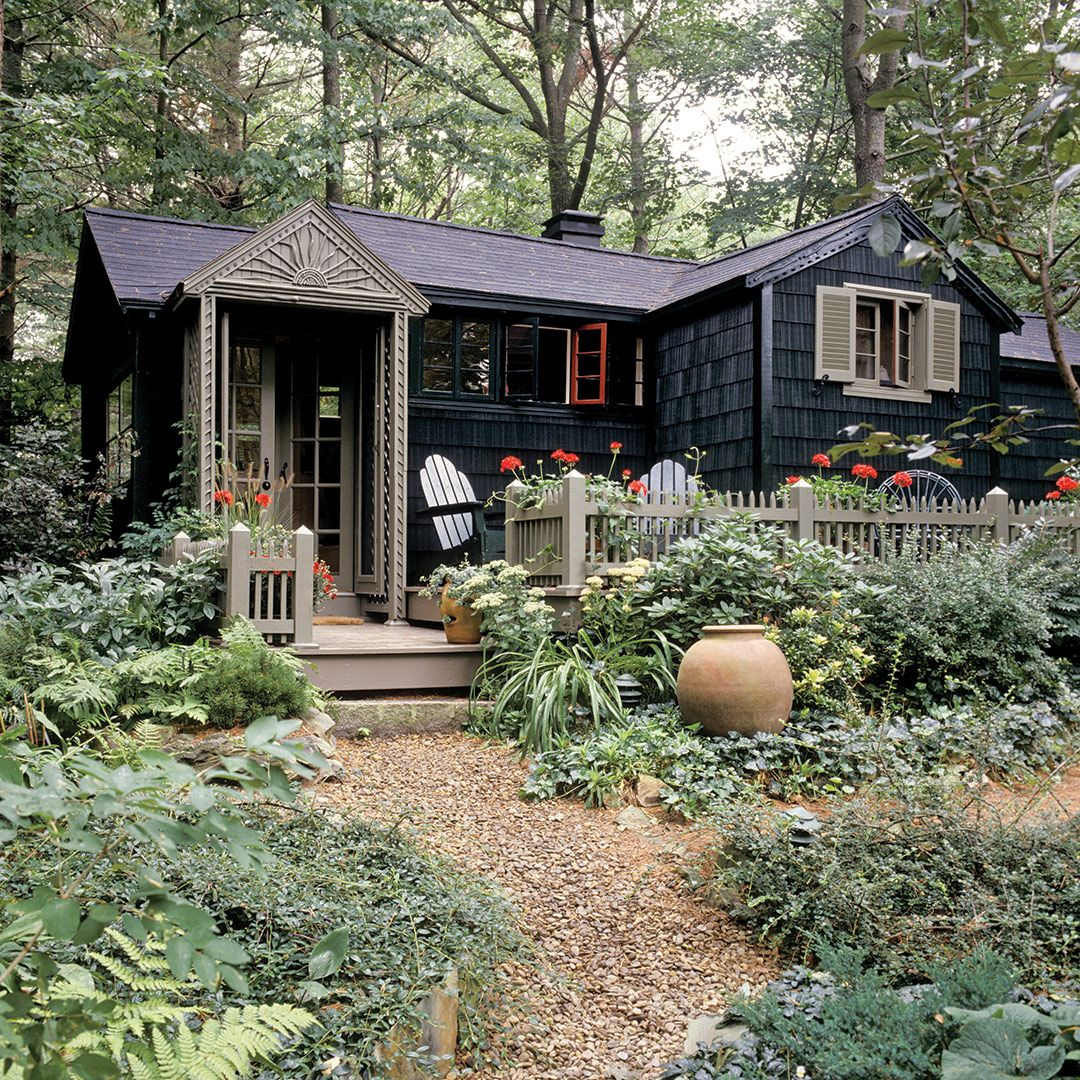 A Tiny but Charming Summer Cottage in Maine – Cottage Journal