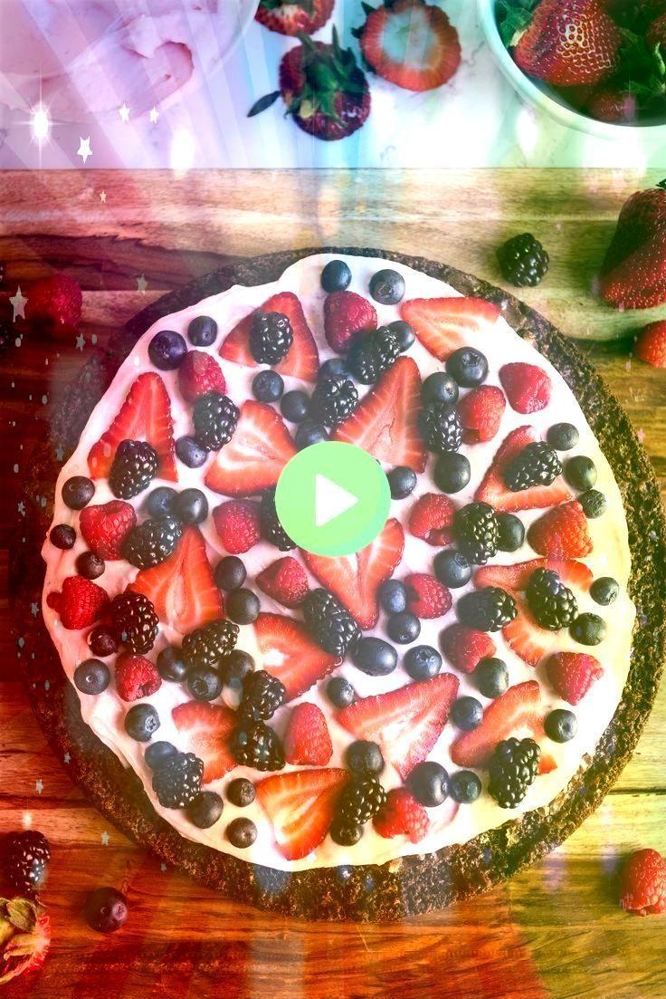 ErdbeerbuttercremeBereifen Berry Brownie Pizza mit dem ErdbeerbuttercremeBereifen Brownie Pizza mit dem ErdbeerbuttercremeBereifen Berry Brownie Pizza mit dem Erdbeerbutt...