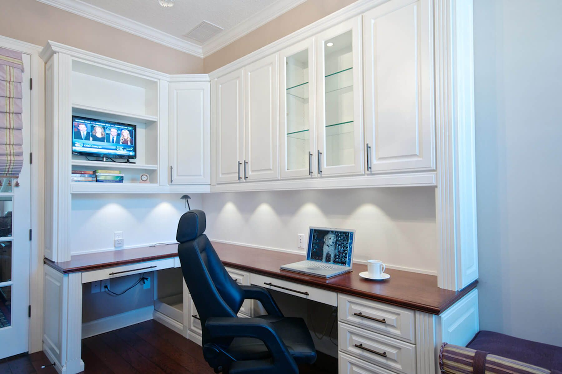 Attrayant 350 Home Office Ideas For 2018 (Pictures). White Built In Desk And  Cupboards Above