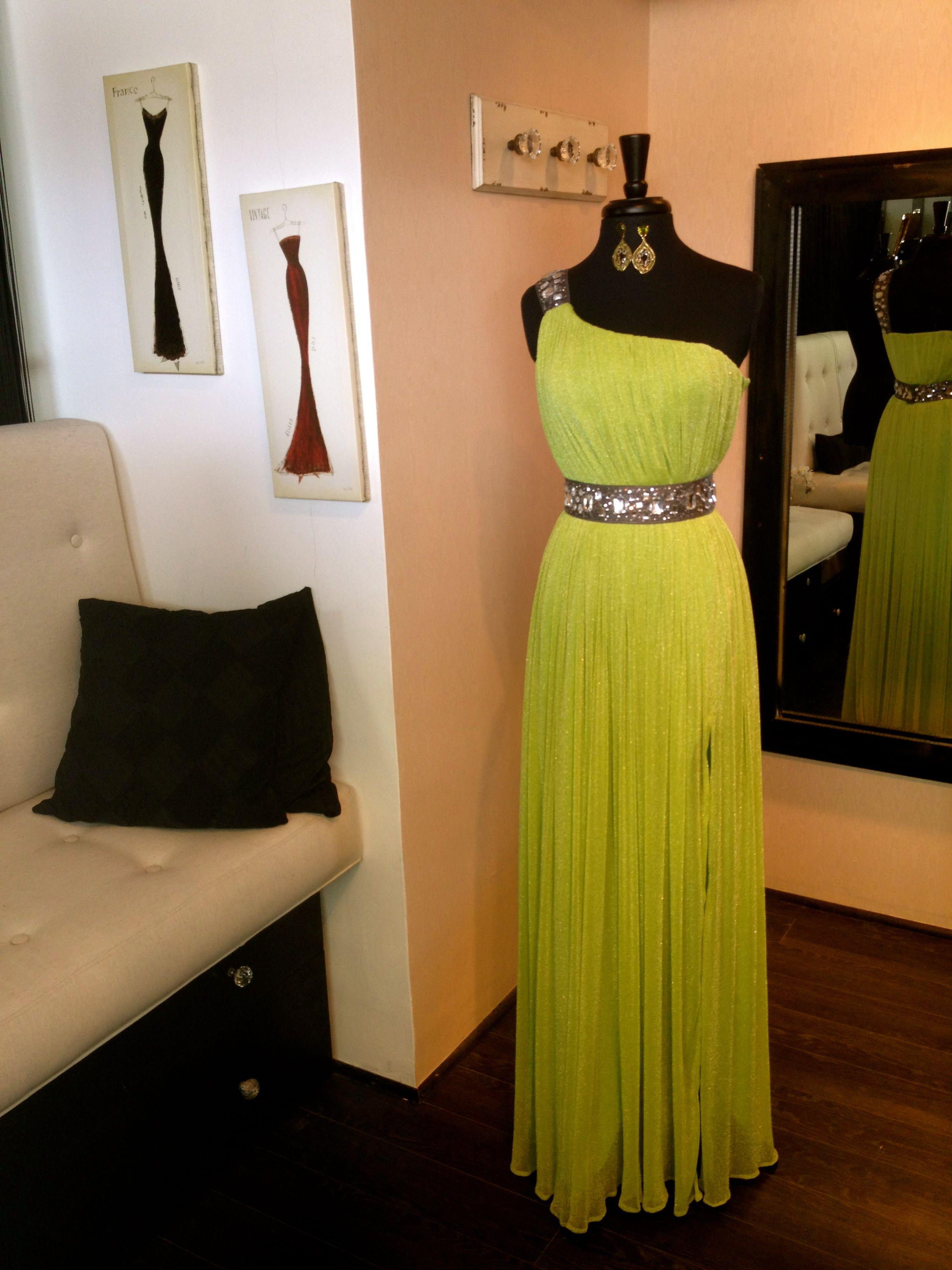 5133fba89 Traje largo verde limón con gris.