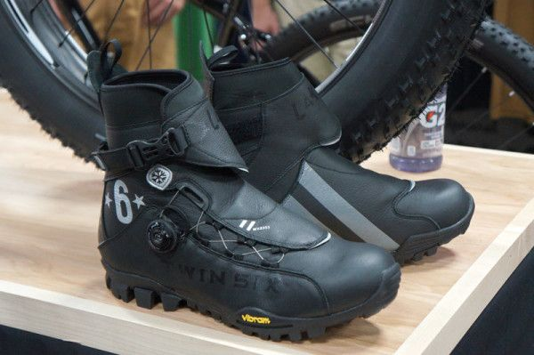 2015 Twinsix Standard Lake Winter Mountain Bike Boots01 In 2020 Winter Mountain Biking Cycling Wear Bike