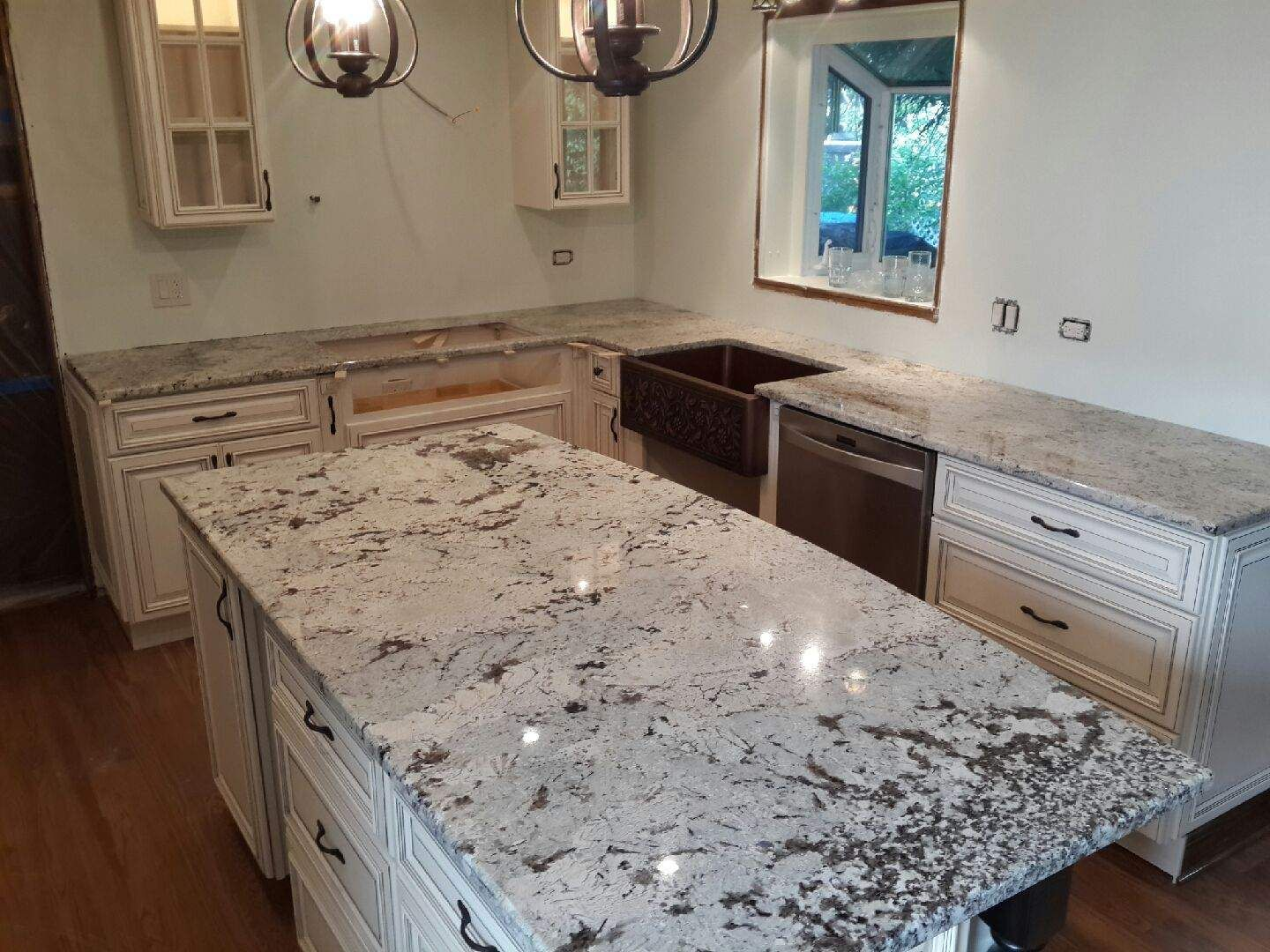 Jupara delicatus granite countertops skokie il granite for White cabinets granite countertops
