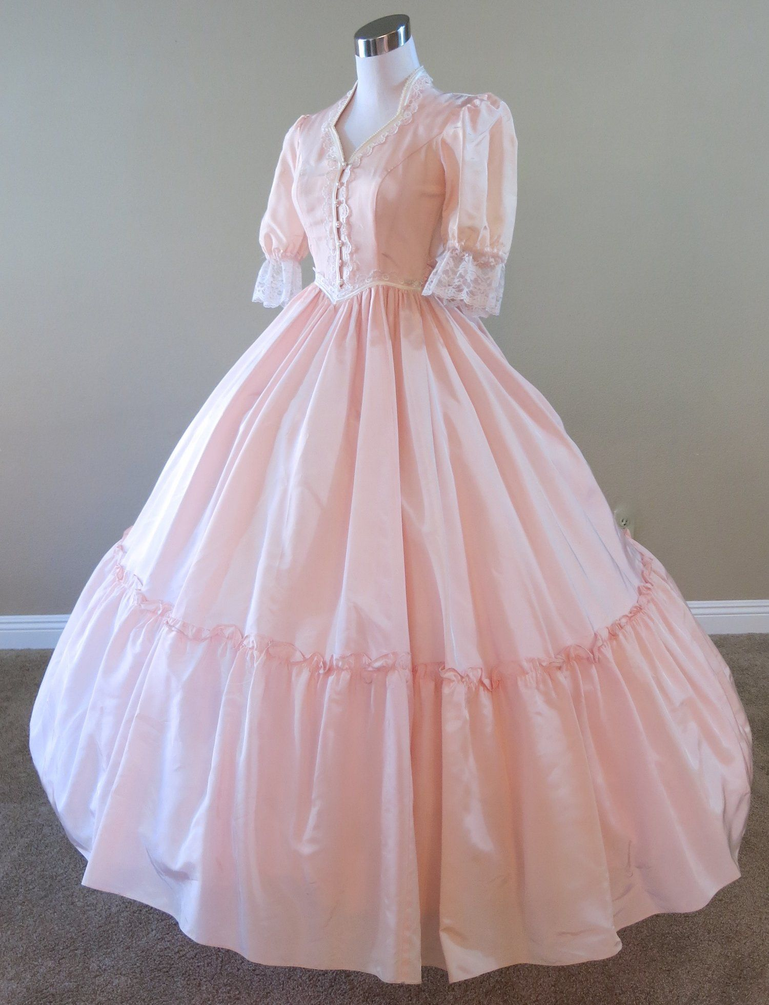 Peach Gown Waist 21 5 Civil War Ball Gowns Costume Victorian Ball Gowns Old Fashion Dresses Southern Belle Dress [ 1959 x 1500 Pixel ]