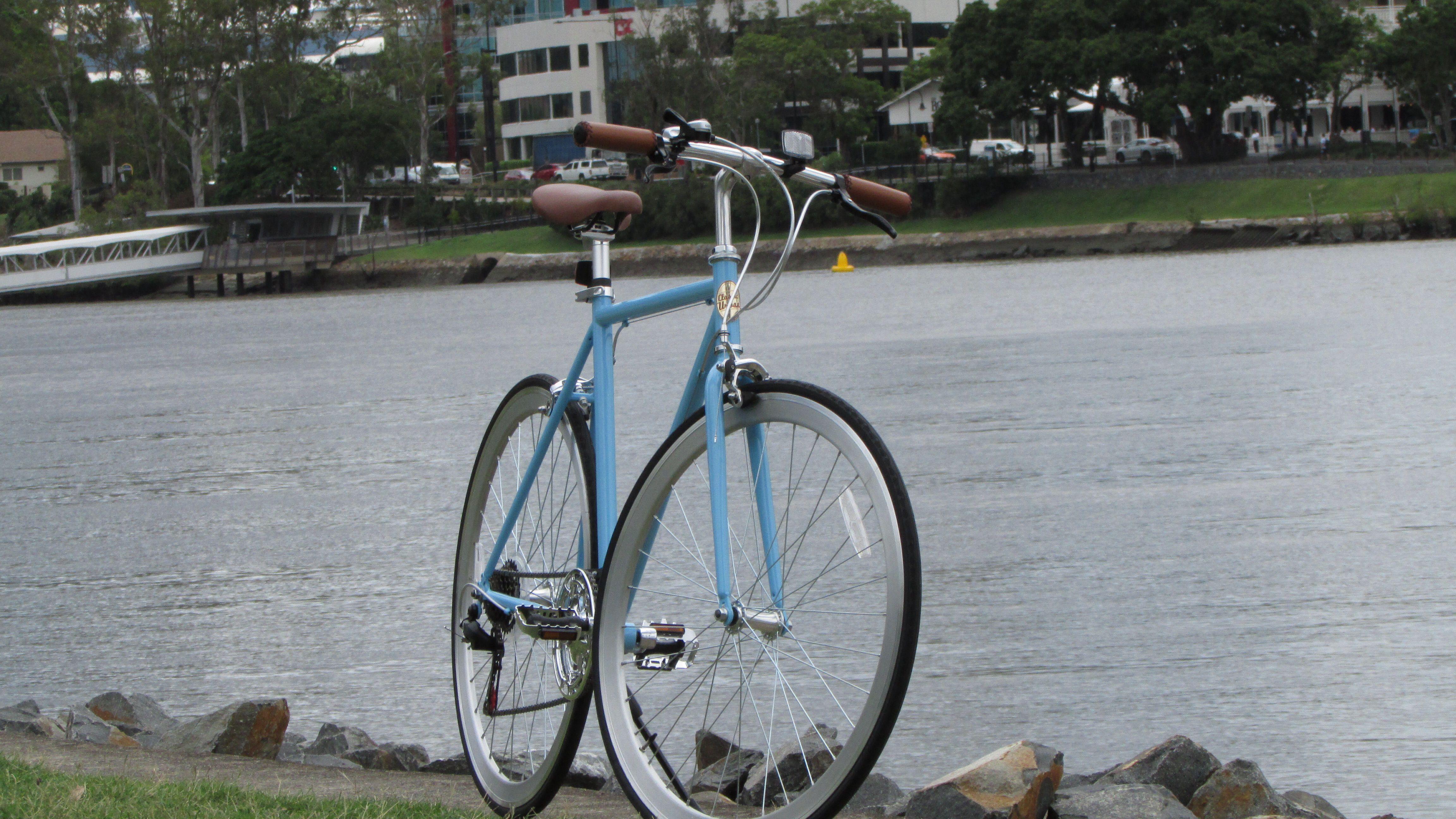 By the Brisbane River, Classic Urban Sport Commuter Bike