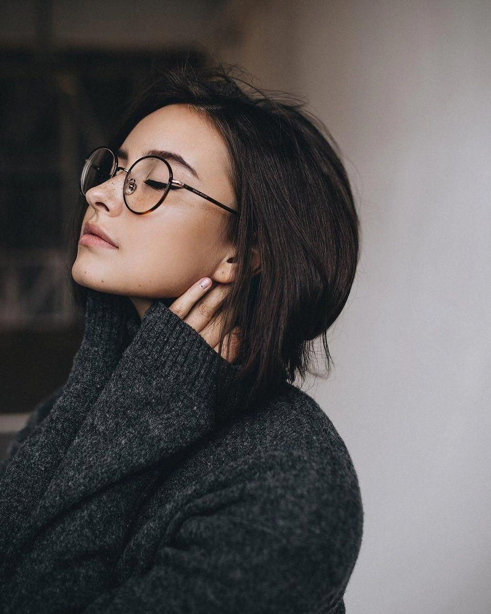 Pin By Rendy Risman On Simple Photoshot Girl Photography Brunette Glasses Portrait