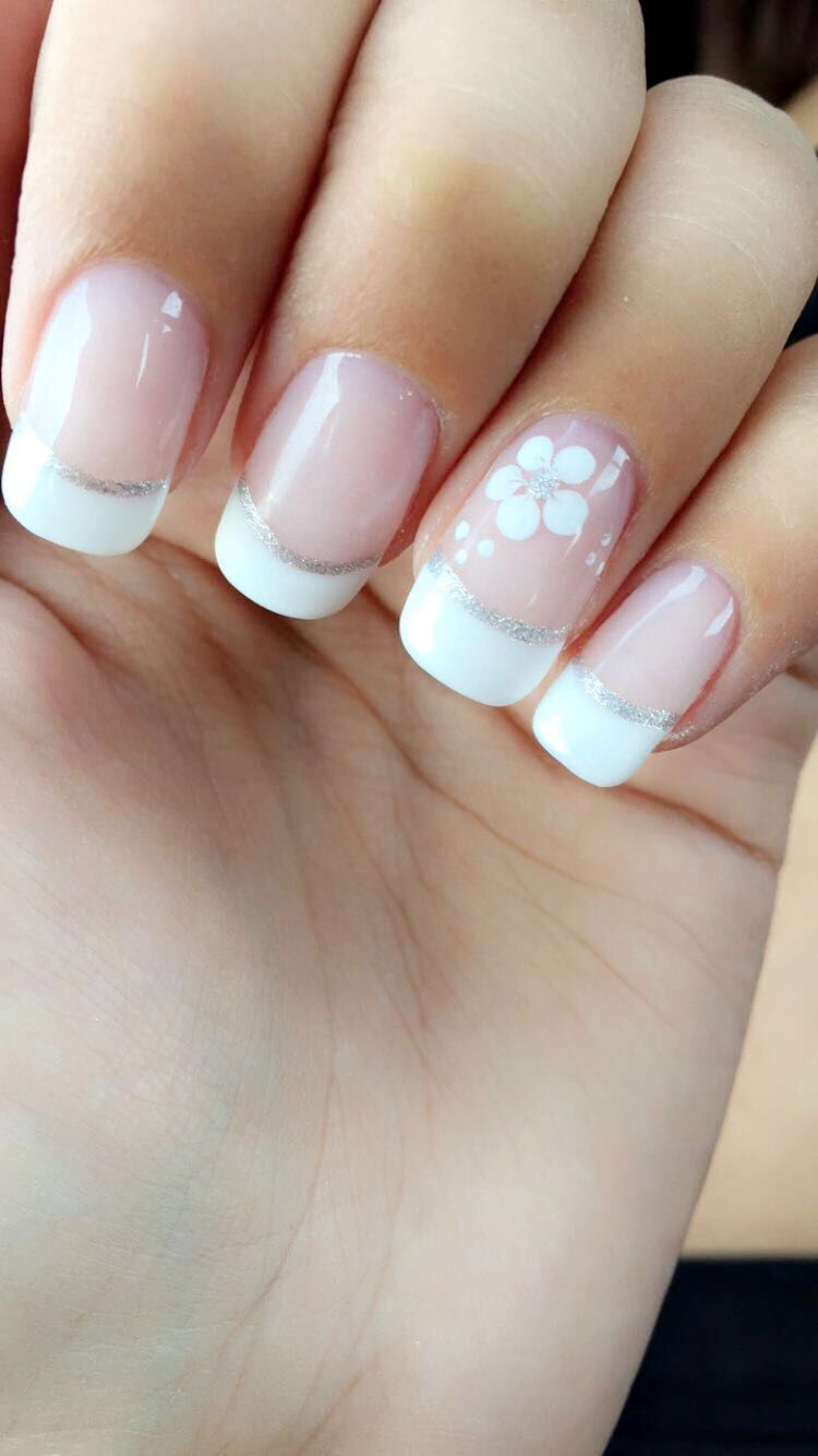 French Tip Nails Silver Design White Flower Simple And Classy Acrylic Bio Gel French Tip Gel Nails Simple Gel Nails Gel Nails French