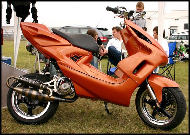 yamaha aerox tuning extreme moped scooter. Black Bedroom Furniture Sets. Home Design Ideas