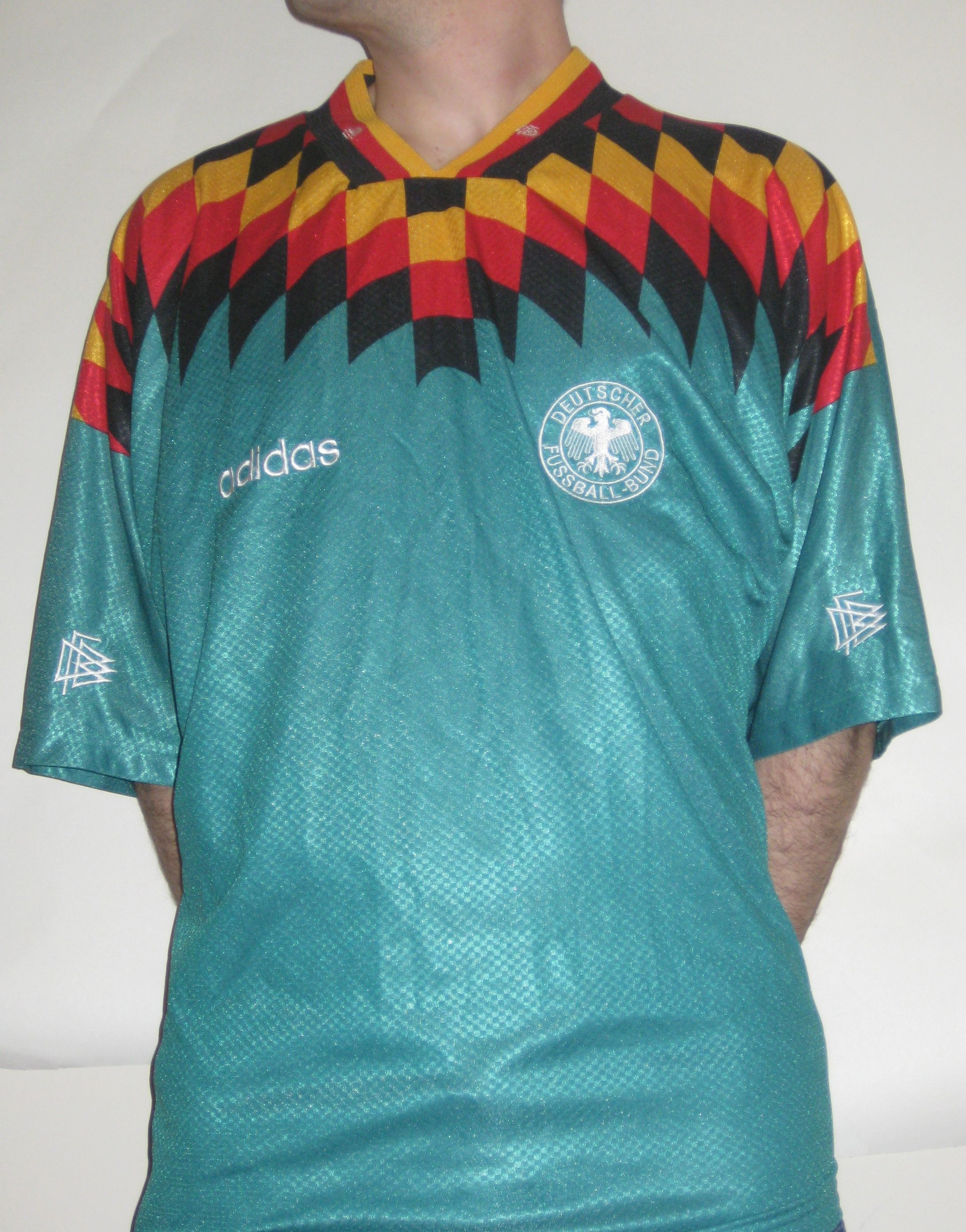 Germany Away 1994 Germany Wore This Jersey During Usa 94 World Cup Where They Crashed Out Of The Tournament In The Quarters To Bulgaria Jersey Des Futbol