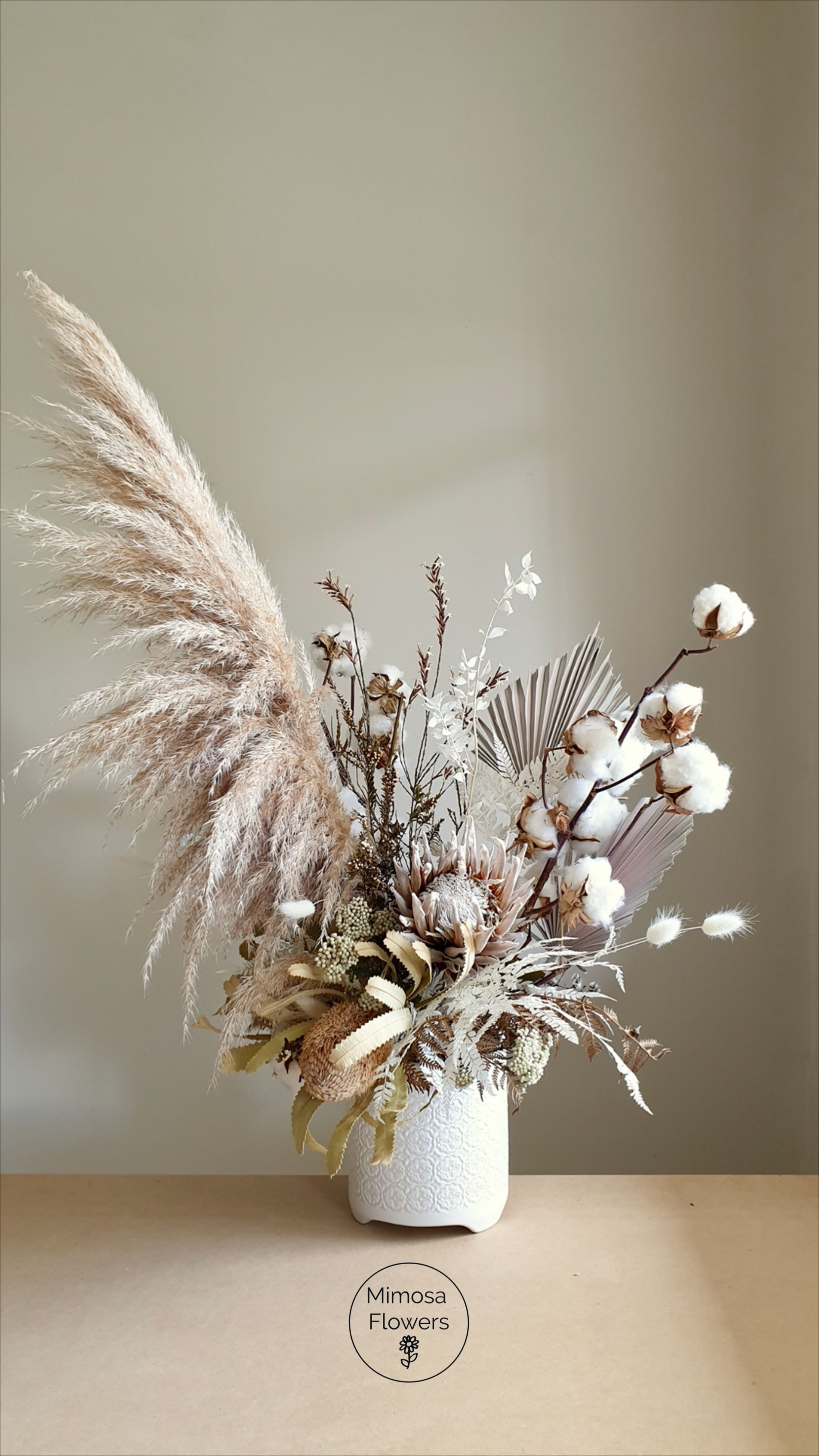 Neutrals And Whites In 2020 Dried Flower Arrangements Dried Flowers Dried Flower Bouquet