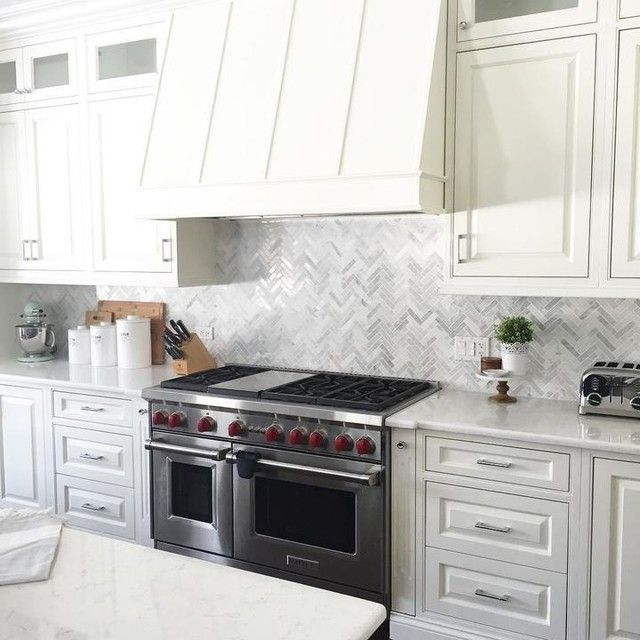 Brighten Up Your Kitchen Home With This White And Grey Hue Marble Backsplash Tile Hampton L House Design Kitchen Marble Tile Kitchen Marble Mosaic Backsplash