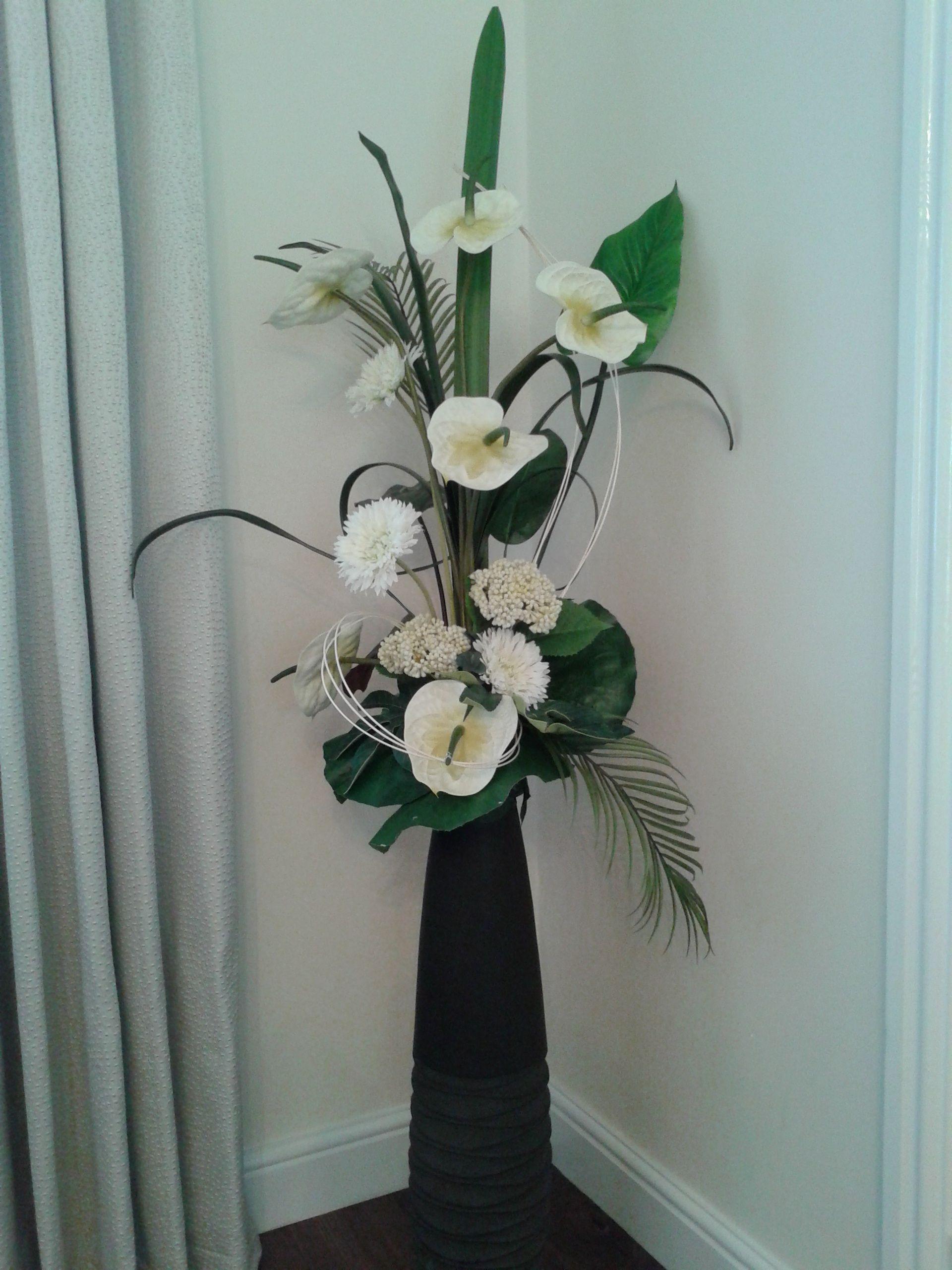 Tall form linear room design | FLOWER ARRANGEMENT ...