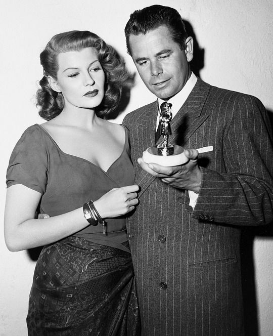 Rita Hayworth And Glenn Ford On The Set Of Affair In Trinidad 1952 Rita Hayworth Hollywood Actresses