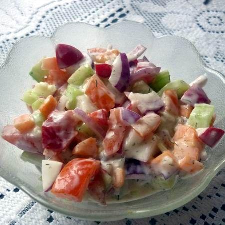 Joghurtos tavaszi saláta