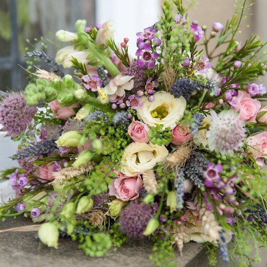 If you are thinking of having a pink wedding then you need to read this post on pink wedding flowers. Such pretty choices for you