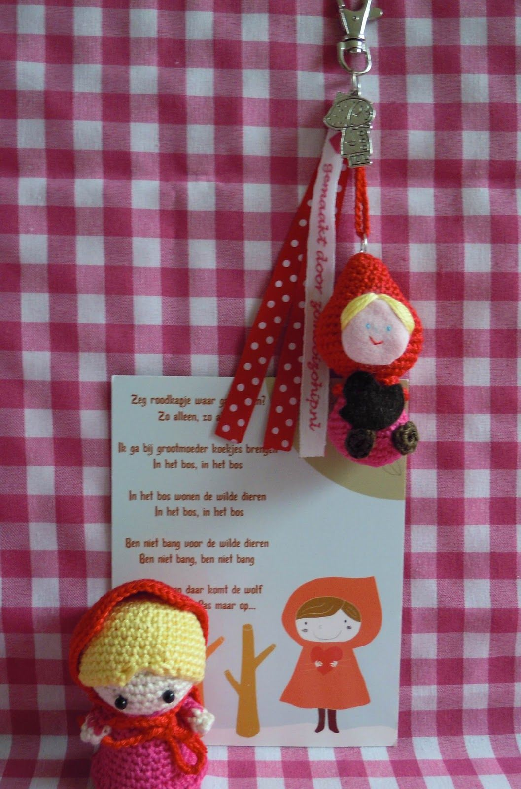 Ik wil Roodkapje ook maken!!! Wat een schatje!! www.bizzybeeklaske.blogspot.com