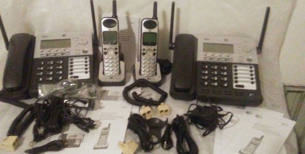 AT&T SB67138 Bundle SynJ 4 line Business Wired/Wireless