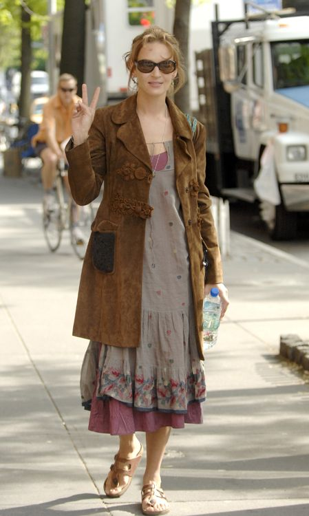Uama Thurman Enjoys A Walk In New York City With A Pair Of