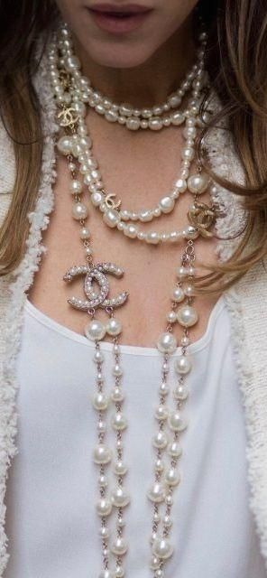 880243eeb1e6 Chanel Women necklace With Pearl   Chanel   Pinterest   Bijoux ...