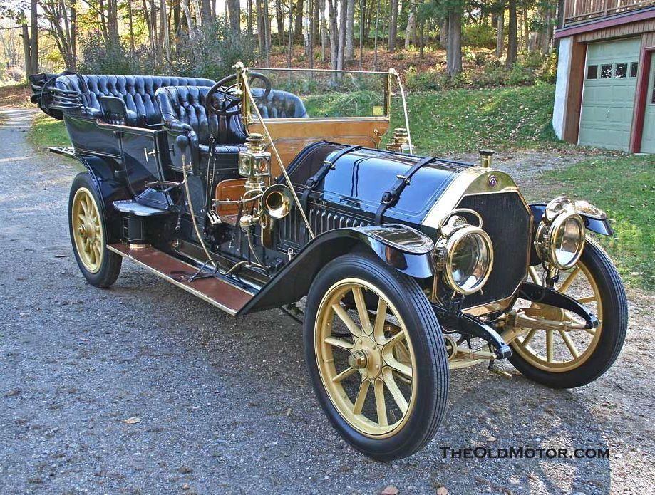 1910 Thomas Flyer. The E.R. Thomas Motor Company built automobiles ...