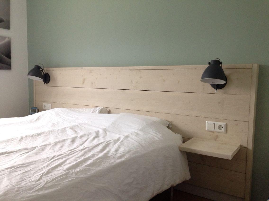 DIY Steigerhouten hoofdbord met nachtlampjes (leen bakker ...