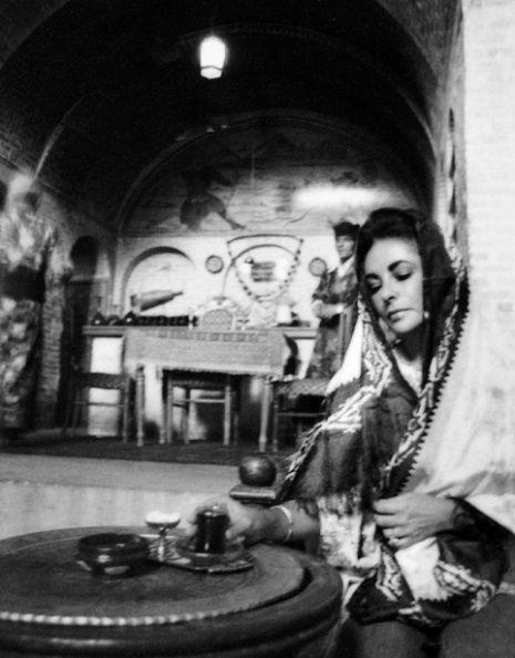 Breathtaking photos of Elizabeth Taylor's 1976 trip to Iran | Dangerous Minds