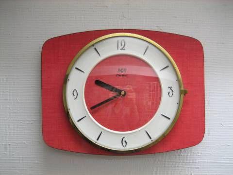 horloge formica rouge le formica pinterest pile aa pendule et horloge. Black Bedroom Furniture Sets. Home Design Ideas