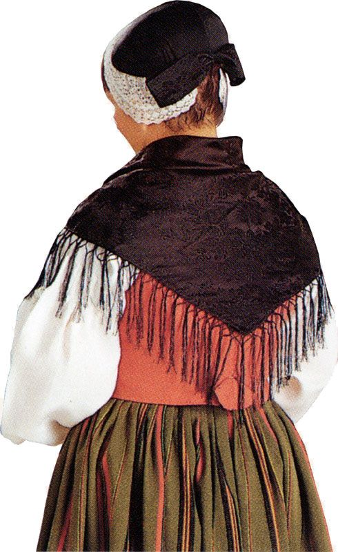 Karstulan naisen  kansallispuku. Kuva ©  Suomen käsityön museo