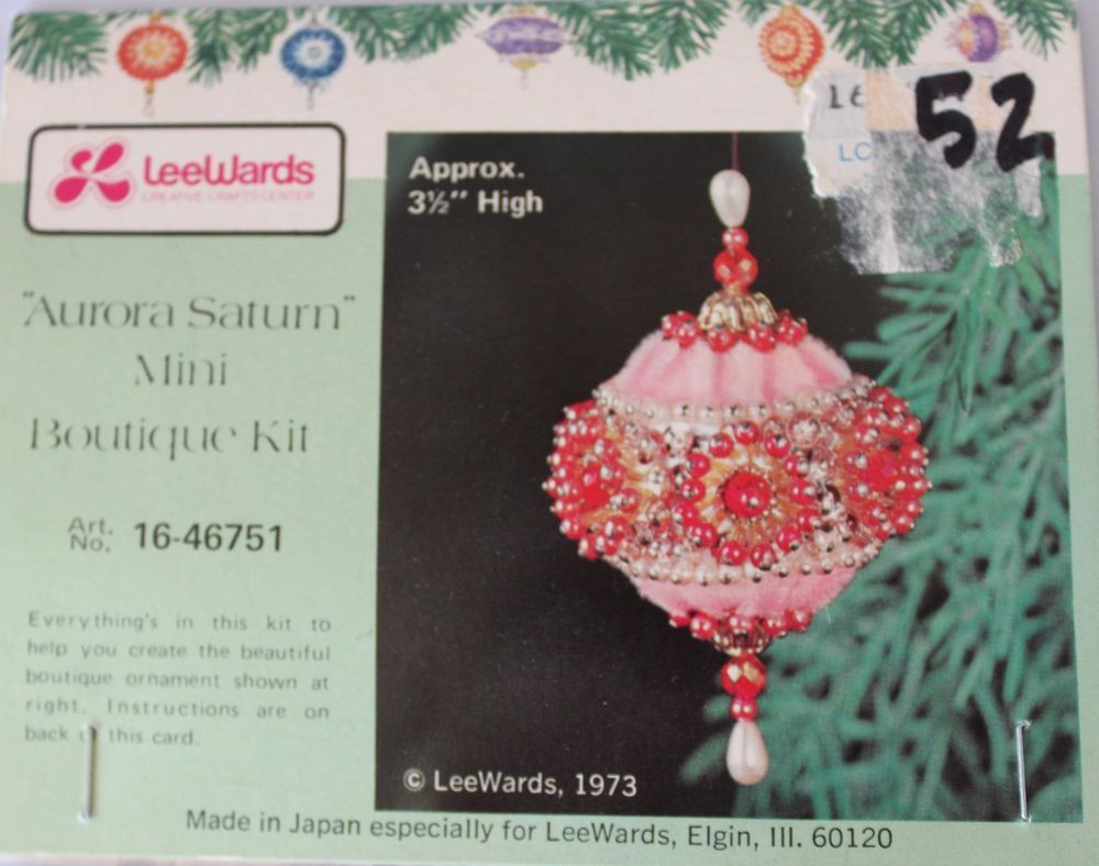 "/""Christmas Love/"" kit makes 2 Red /& Green Heart Ornaments Bead Sequin Craft  NEW"