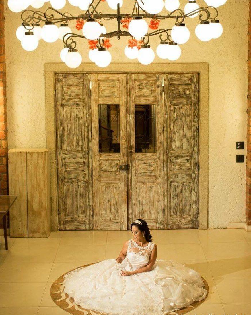 Simplesmente maravilhosa nossa noiva: Luciana Beluzzo. Fiquei muito feliz em ter participado desse momento sublime.. Casal muito querido. Foto: @monjardimnoleto #wedding #weddings #weddingday #weddingday #weddingdress #weddingphotographer #weddingphotography #weddingplanning #weddingplanner #weddingparty #weddingseason #bride by danielazevedocerimonial