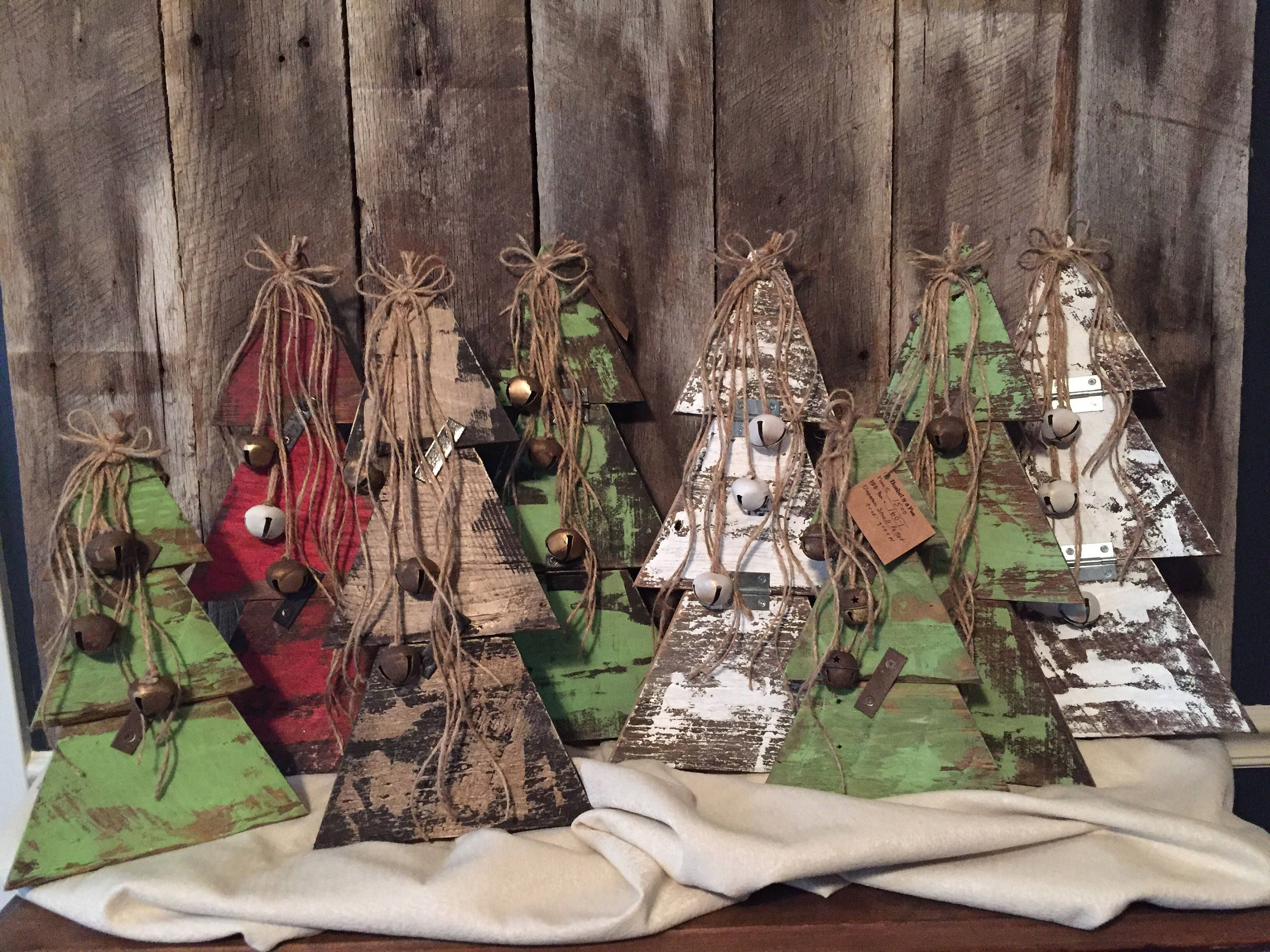 Pallet Christmas Trees, Reclaimed Pallet Wood, Vintage Christmas Decorations, Hand Painted, Rustic, Handmade Farmhouse Christmas Trees #rustikaleweihnachtentischdeko