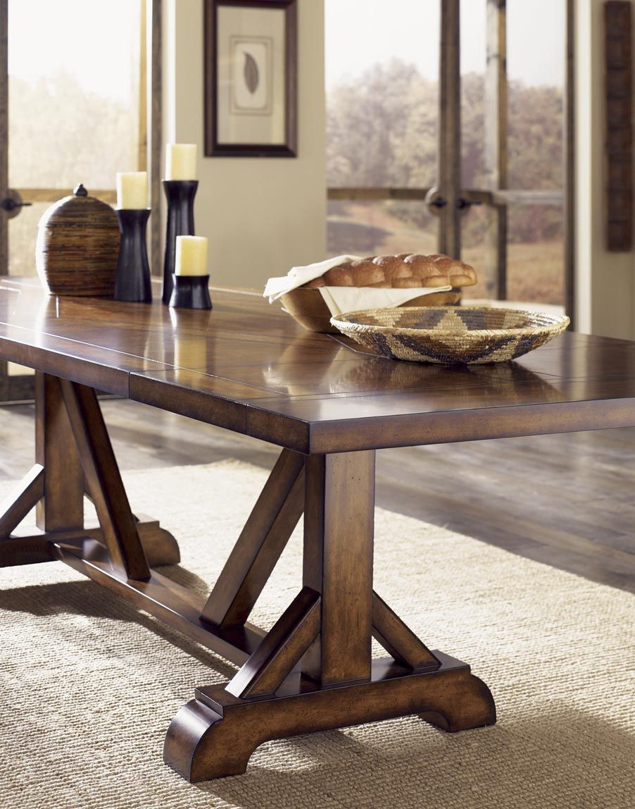 A Rustic Casual Dining Room Sets The Stage For Variety Of Occasions From Family