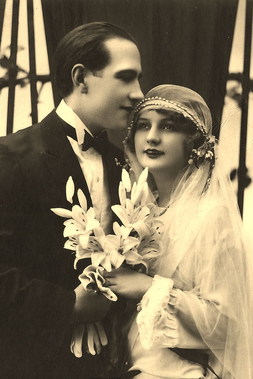 Pin By Ivy Hettenhouser On Old Photos Vintage Photos Old Wedding Photos Vintage Bride Vintage Wedding Photos
