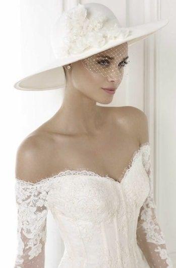 Risultati immagini per abito sposa con cappello