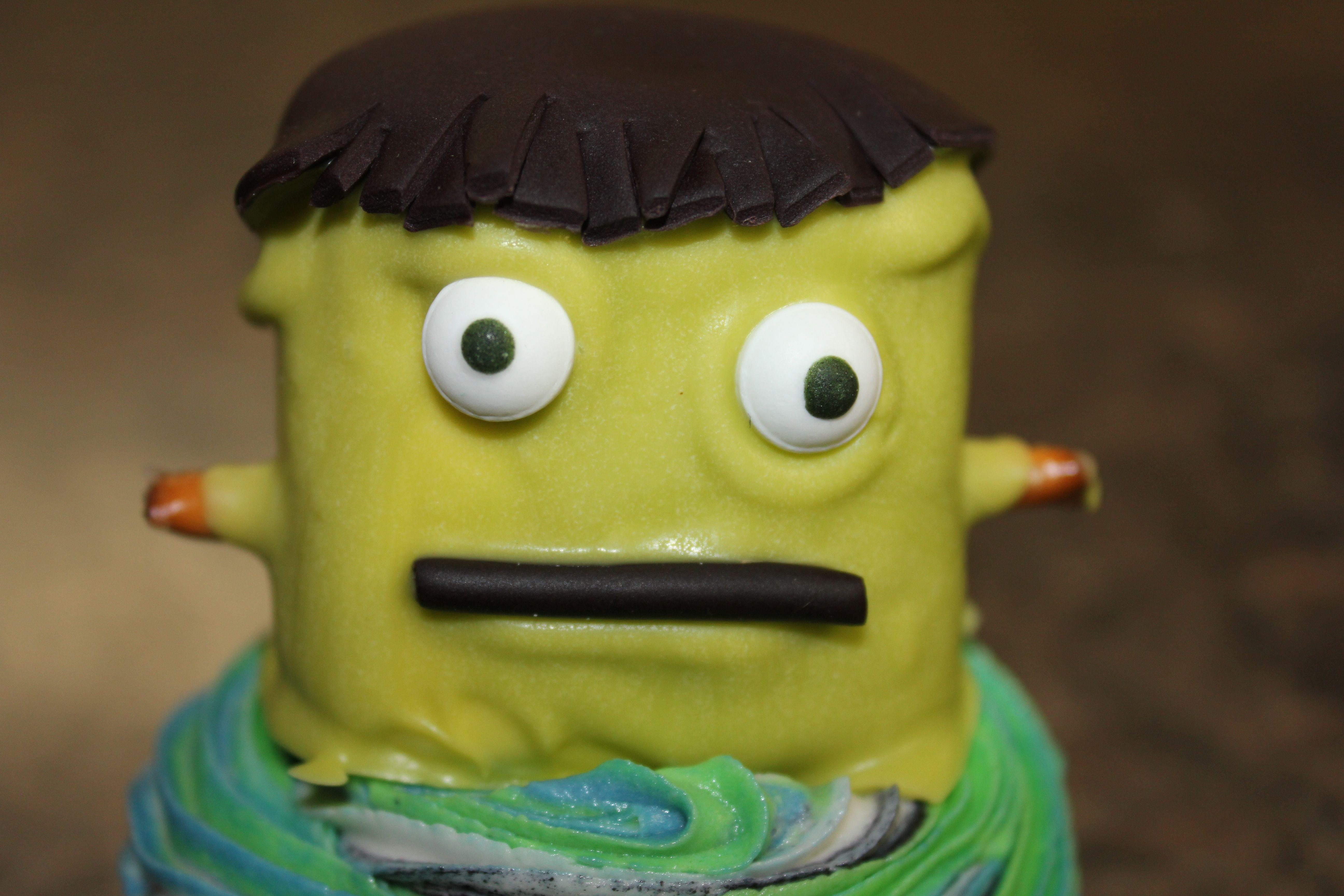 Halloween cupcakes ~ Frank! Just a closeup of his face ;)