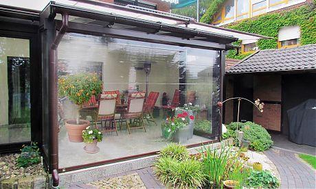 transparentrollo als windschutz wetterschutz in transparenter ausf hrung vom fenster. Black Bedroom Furniture Sets. Home Design Ideas