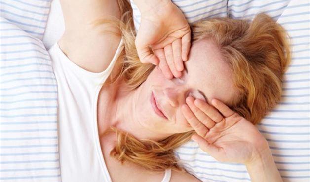 Insônia, cansaço extremo e inchaço podem indicar problemas na tireoide