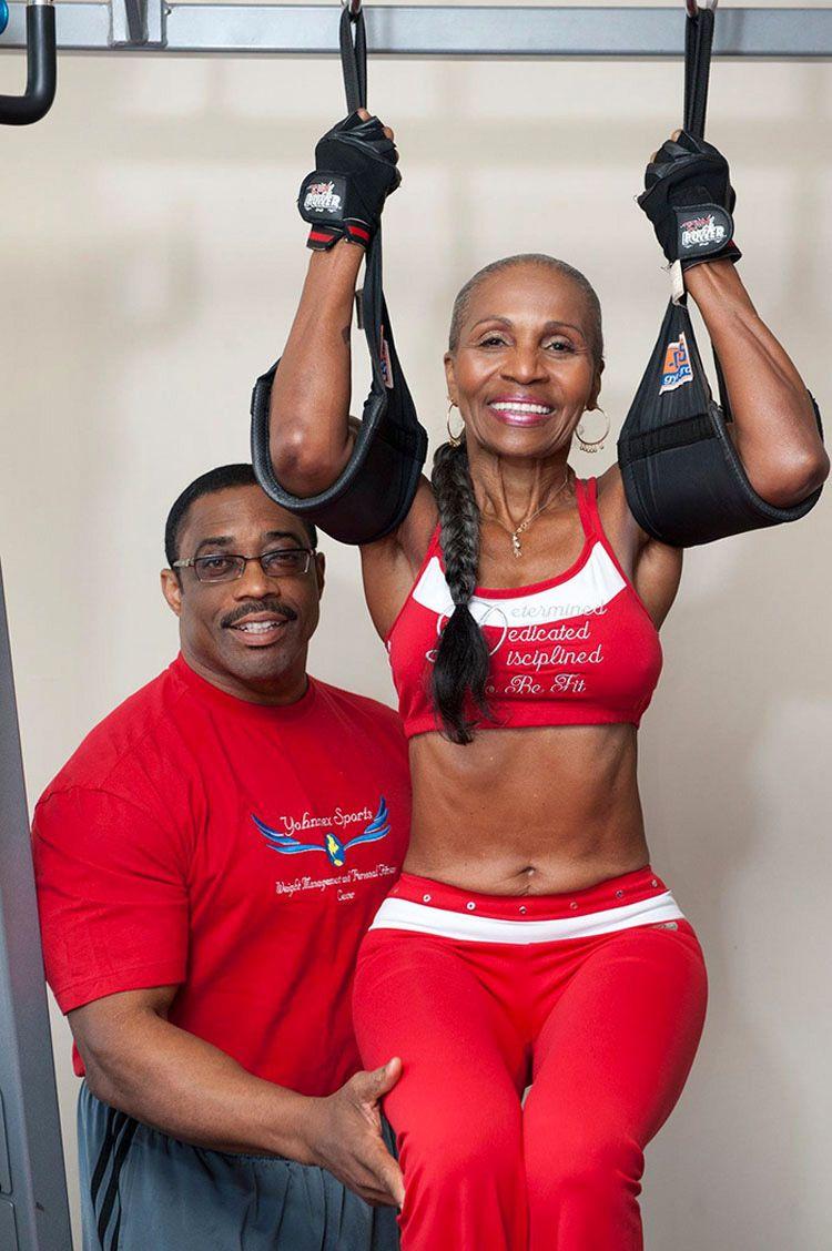 La edad no debe ser un impedimento para entrenar tu cuerpo y llevar un estilo de vida activo. Nunca es tarde para empezar a hacer ejercicio y ponerse en fo