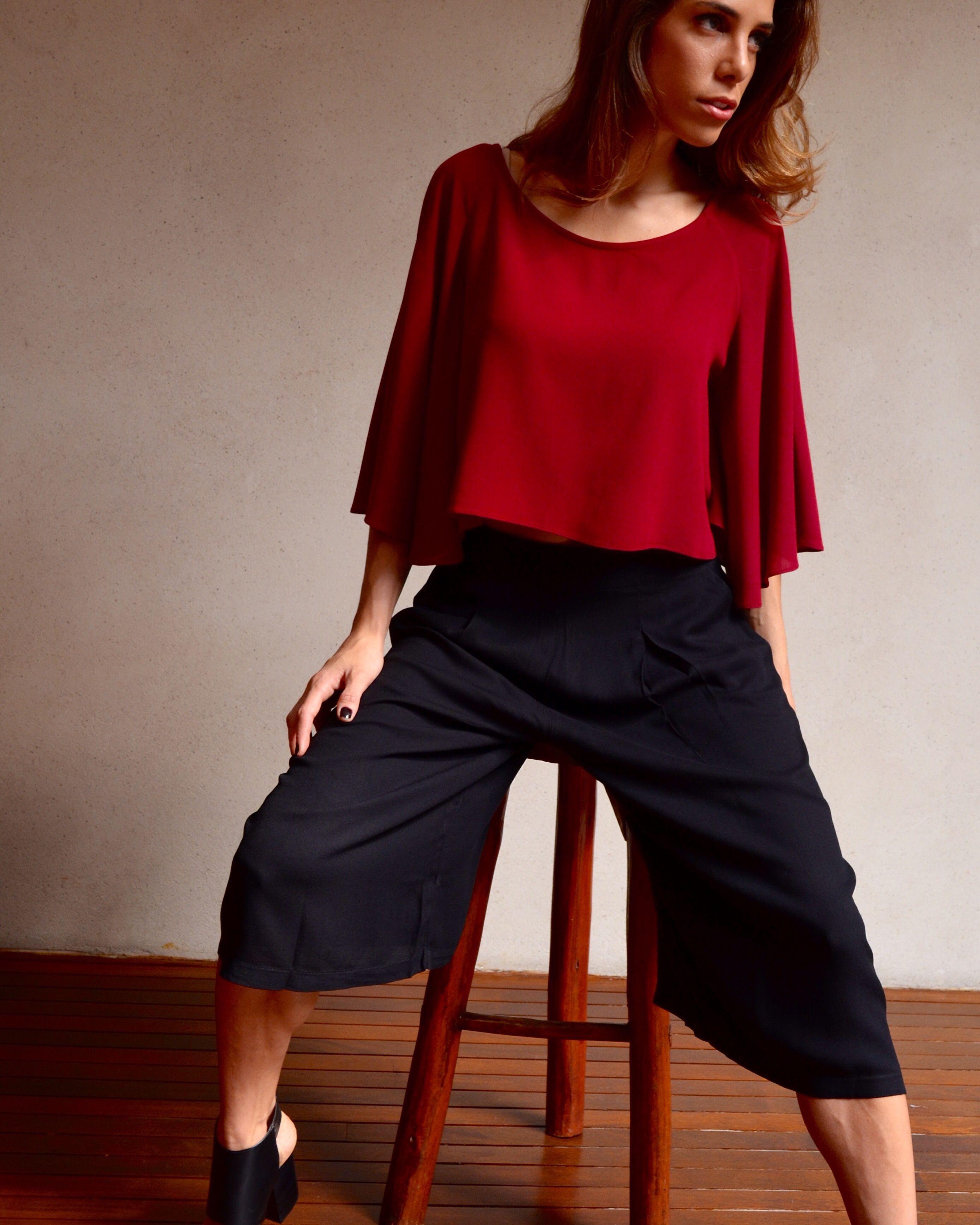 Blusa com manga ampla, estilo morcego, na cor bordô