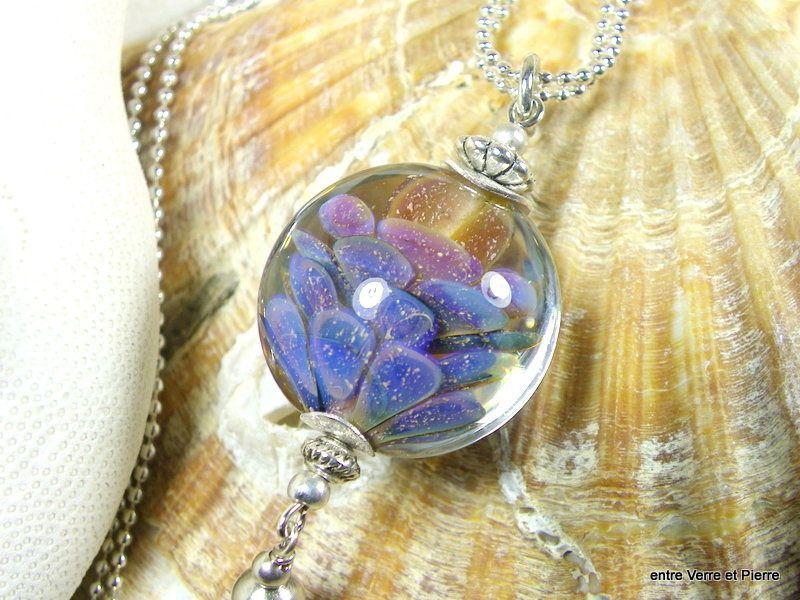 Long sautoir perle en verre filé au chalumeau sur fine chaîne boule doublée en métal argenté : Collier par fabienne-durelle