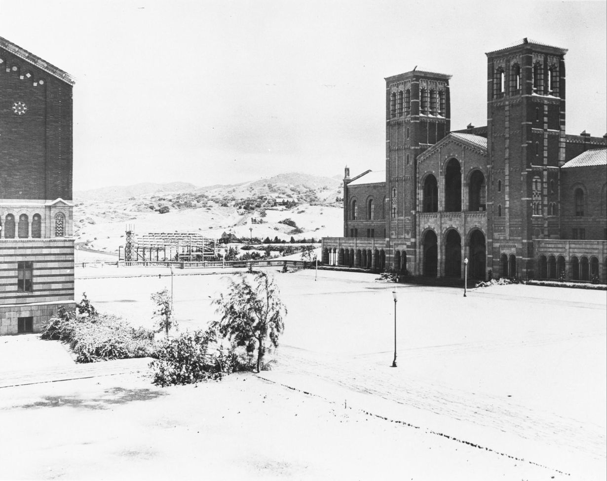 Here S A Throwbackthursday To When It Snowed On Campus In 1932 Ucla Campus California History Snow In La