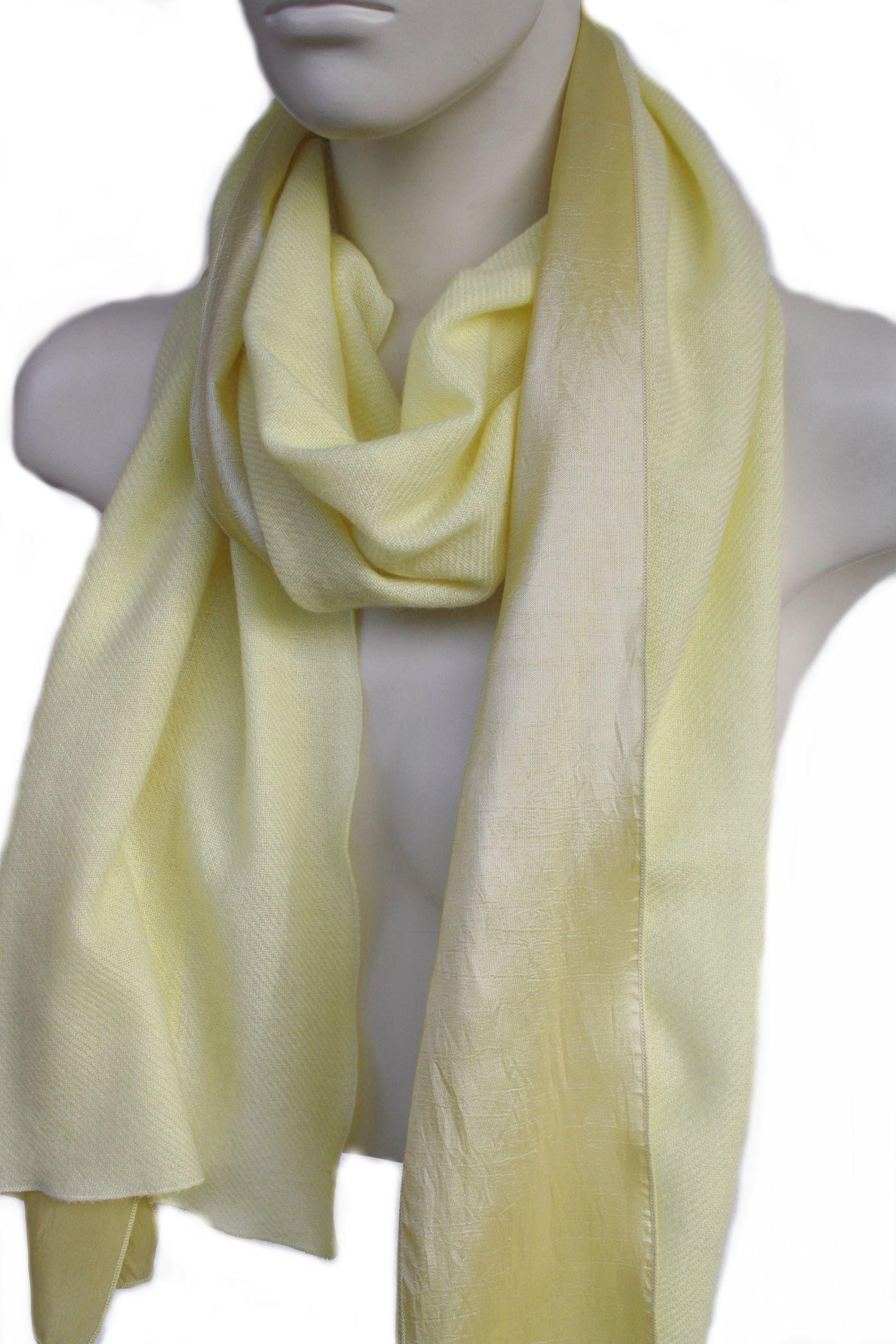 3a6541391e5fe9 Gelber Schal aus Seide & Cashmere, einfach ein Hingucker, für Sommer &  Winter, dünnes feines hellgelbes Kaschmir & ein etwas dunklerer Streifen  Seide, ca.
