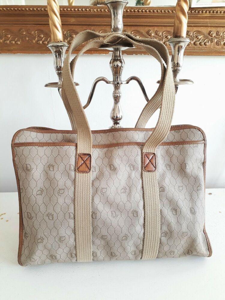 4f2e2f7cfd Christian Dior - Dior sac à bandoulière porté épaule -monogramme nid  d'abeille #Sacbandoulire