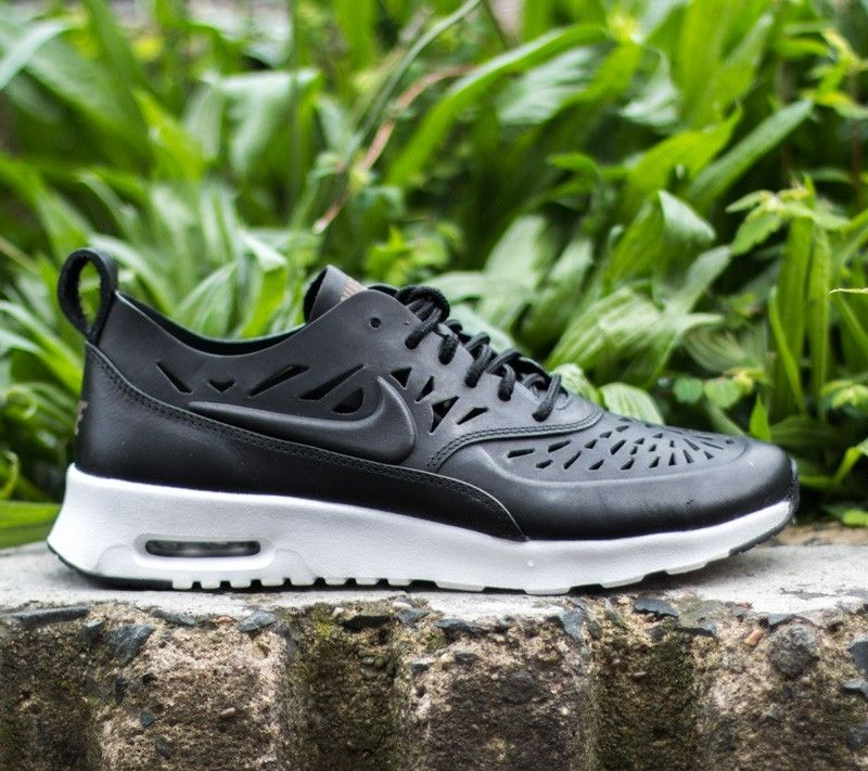 nike air max thea joli sneaker with socks review