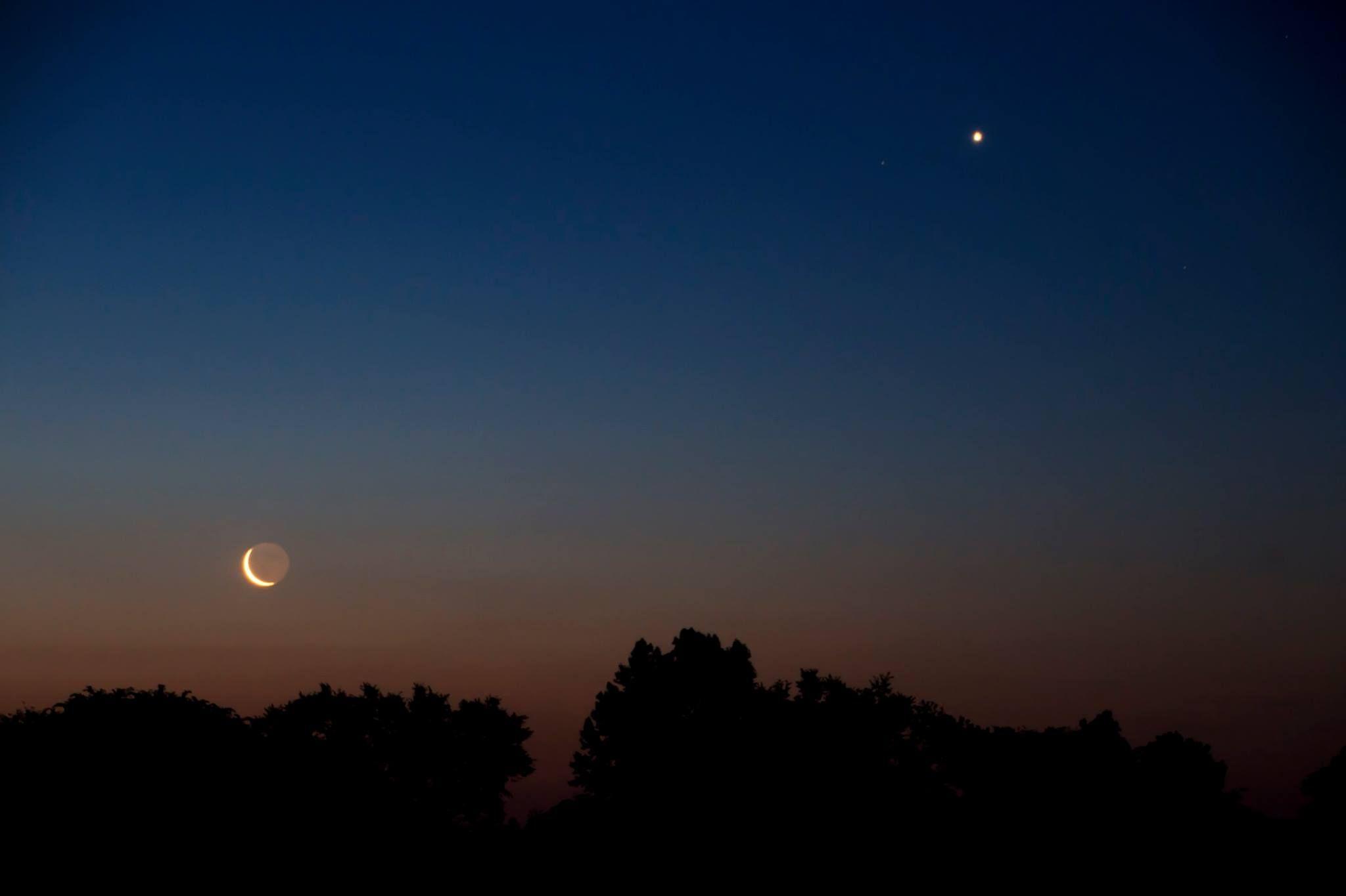 сейчас фото сближения луны и венеры хант праву заняла