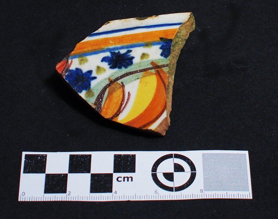 Fragmentos de cerámica de Talavera tricolor S XVI-XVII  encontrados en excavación en Mondoñedo http://mondomedieval.blogspot.com.es/search?updated-max=2016-12-05T04:25:00-08:00