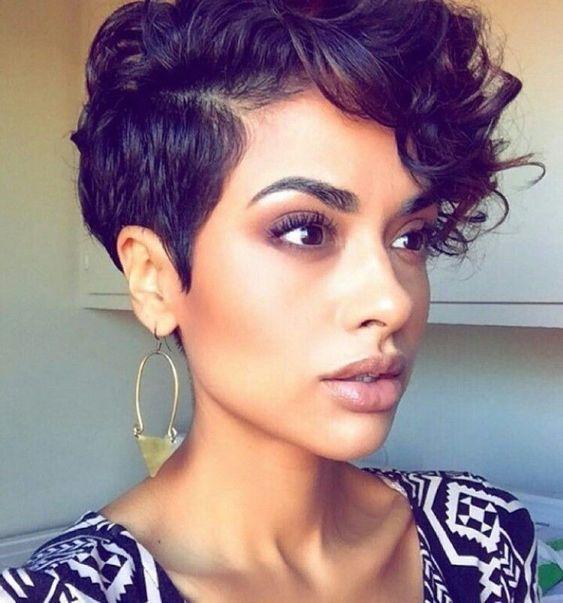 Quelle coupe pour mes cheveux bouclés ? en 2020 | Entretien des cheveux bouclés, Cheveux ...
