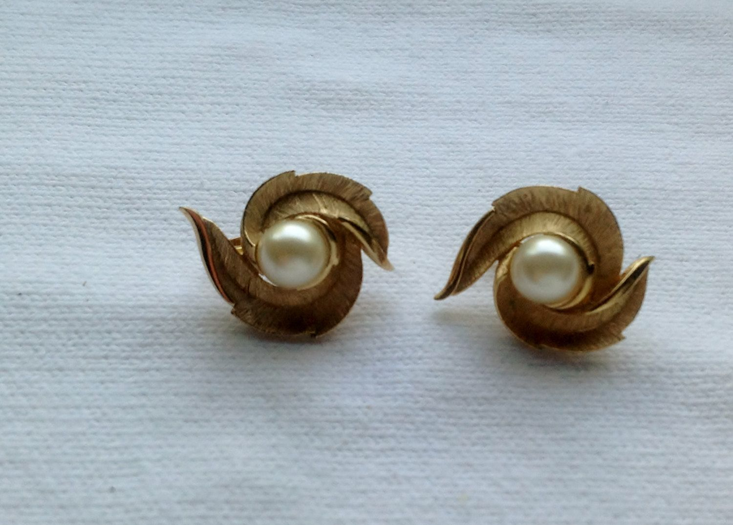 Vintage+Crown+Trifari+Gold++and+Pearl+Clip+by+SentimentalSue,+$20.00