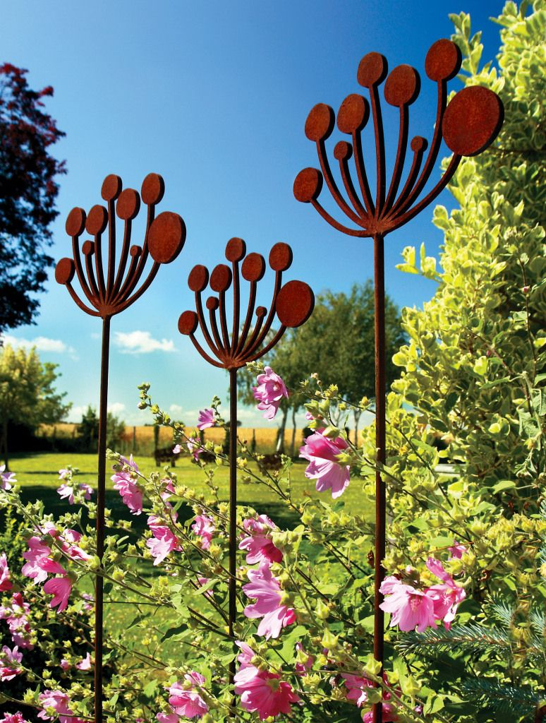 Poppy flower stake garden art poppy strong metal yard art flower - Cow Parsley Garden Sculptures Crafted From Rusted Metal On A Bright And Sunny Summers Day