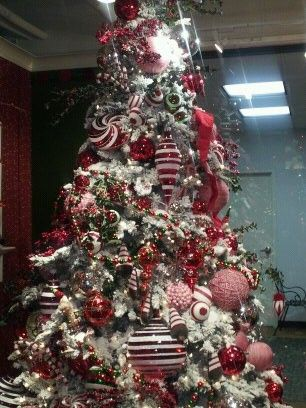 Decorated Christmas Tree At One Of The Stores At The Design Center Xmas Decorations Christmas Tree Decorations Christmas Wreaths