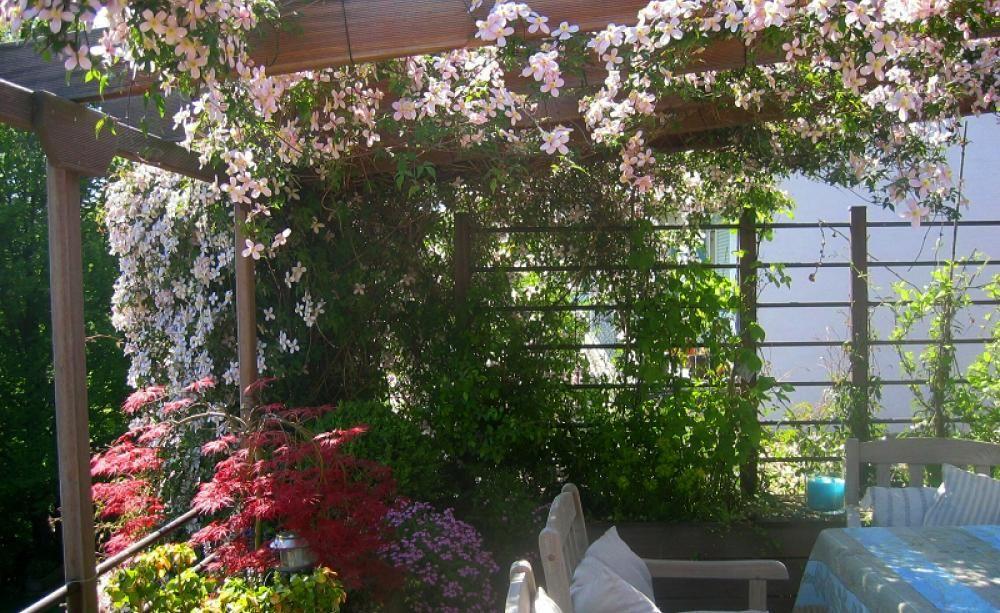 30 gestaltungsideen f r den balkon und die dachterrasse ideen f r balkon terrasse. Black Bedroom Furniture Sets. Home Design Ideas